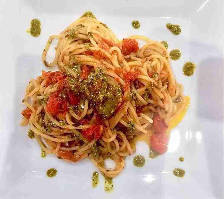 Spaghetti con Capuliato di Pomodoro e Pistacchio